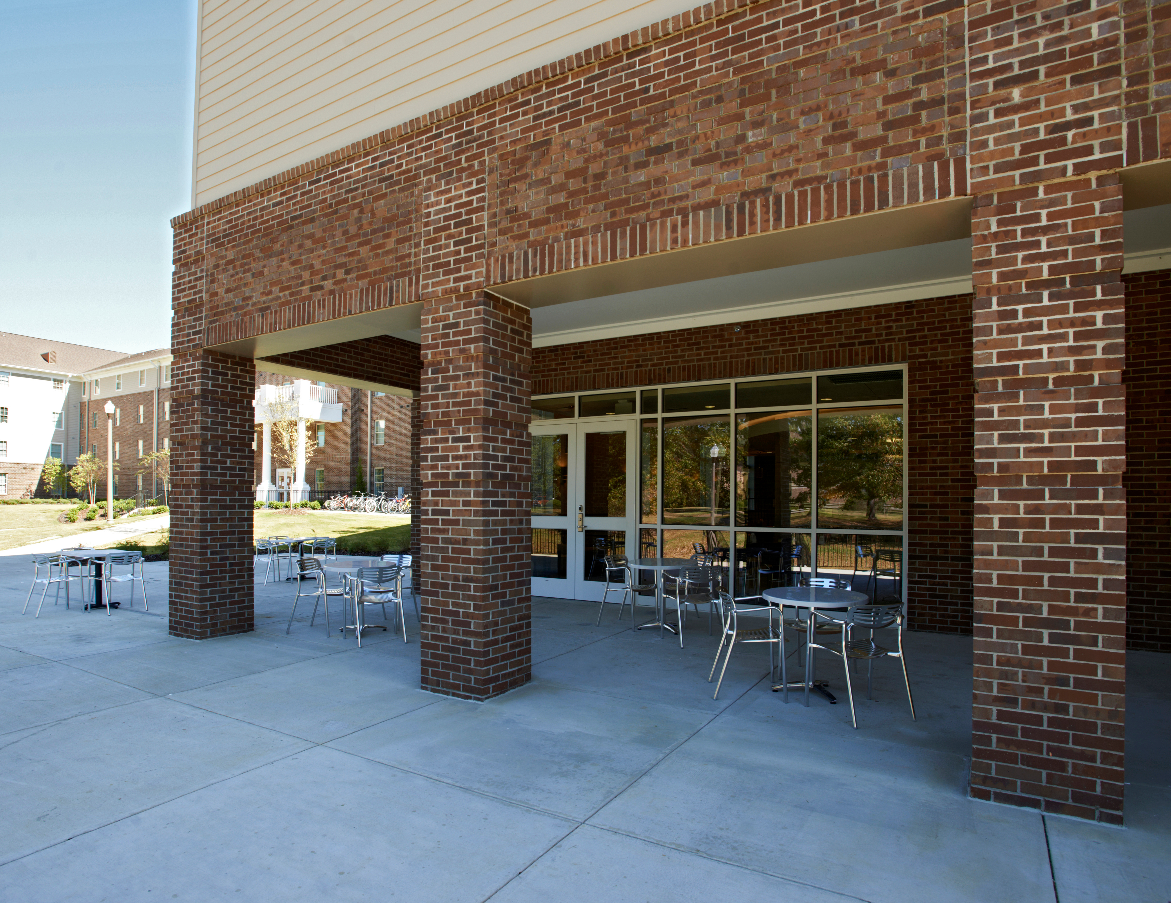 453C-outdoor seating